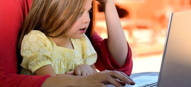 Tecnologie digitali, centrale il ruolo di genitori e insegnanti